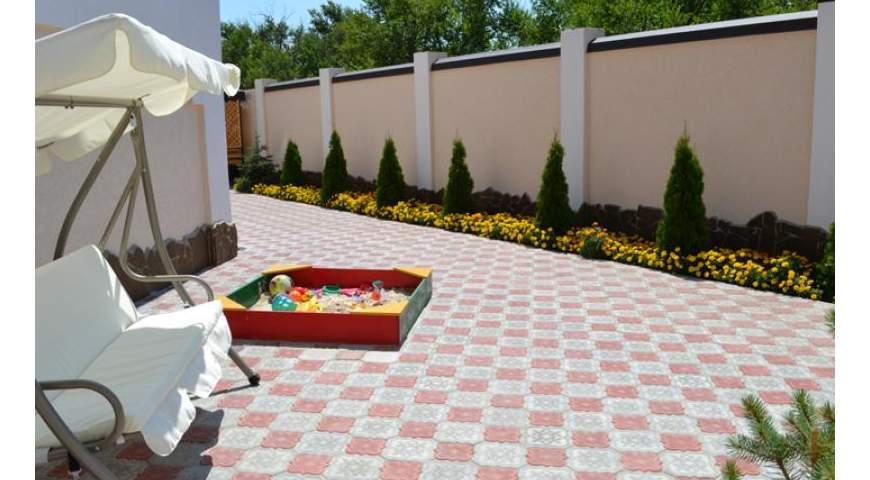 Песочница в семейном отеле Крымские друзья