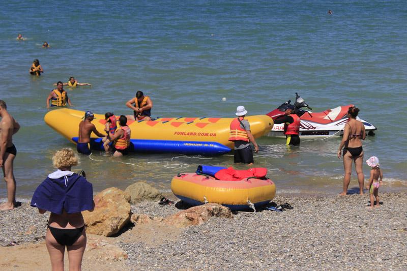 Развлечение на воде для семейного отдыха в Песчаном в Крыму